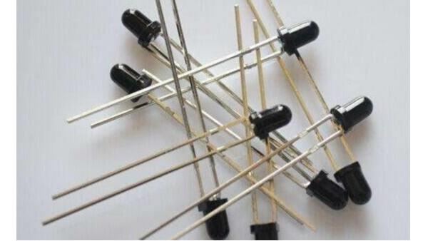 用红外对管设计脉搏测量仪