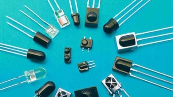 交流电压下发光二极管的应用电路